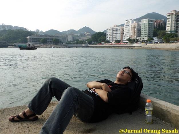 Tidur siang di Stanley Beach. :P